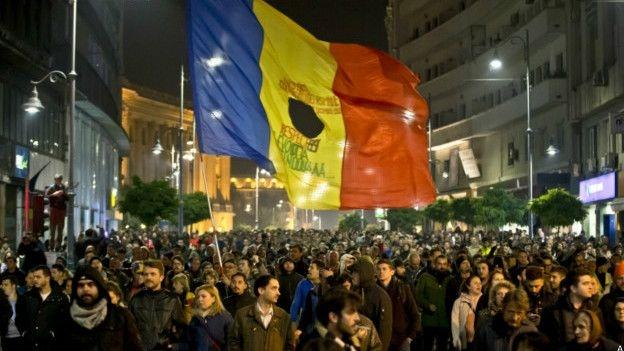 Romanya'da hükümet yıkıldı, tepkiler hala dinmedi