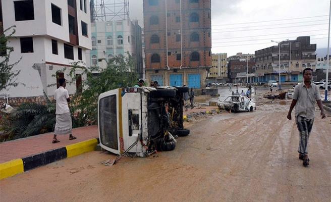 Yemen'e 'kasırga' yardımları