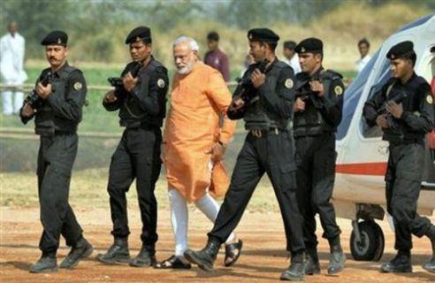 Modi'nin Keşmir ziyareti öncesi sıkı güvenlik önlemleri