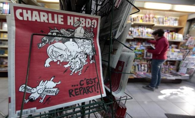 Charlie Hebdo düşen Rus uçağıyla alay etti