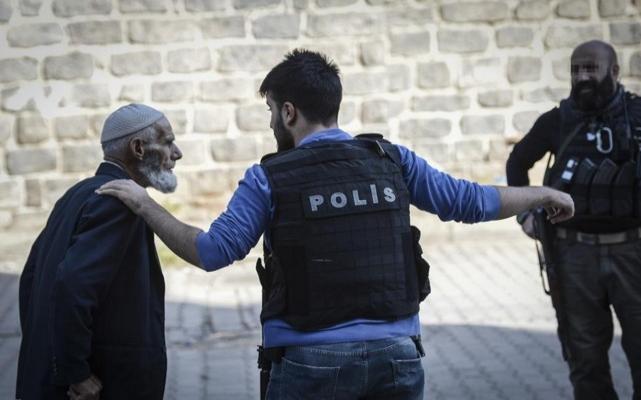 Sur ilçesinde polise halk desteği | VIDEO | FOTO