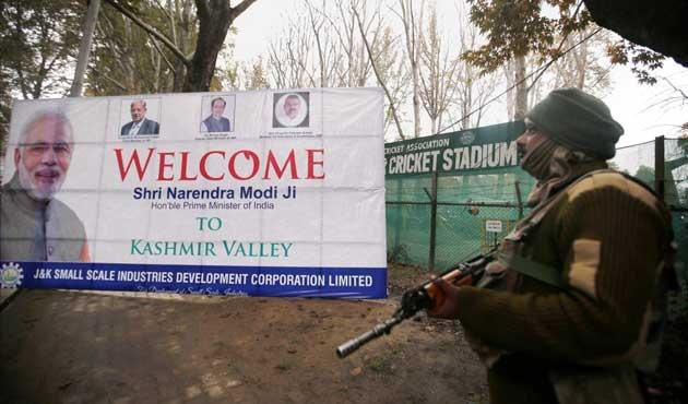 Modi Keşmir'de kesenin ağzını açtı!