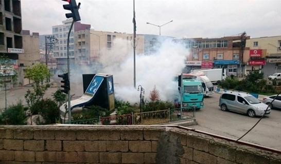 Cizre'de şiddetli çatışma, öğrenciler mahsur kaldı