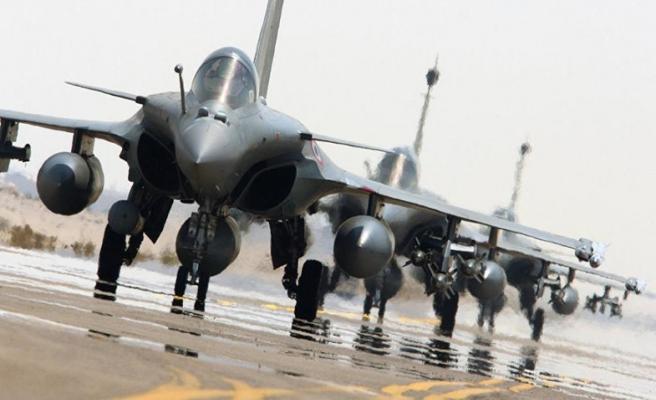 Fransa Suriye'de IŞİD'in rafinerisini vurdu