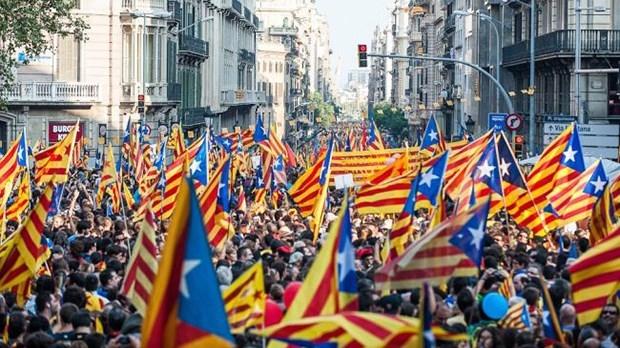 Katalonya İspanya'dan ayrılma kararı aldı