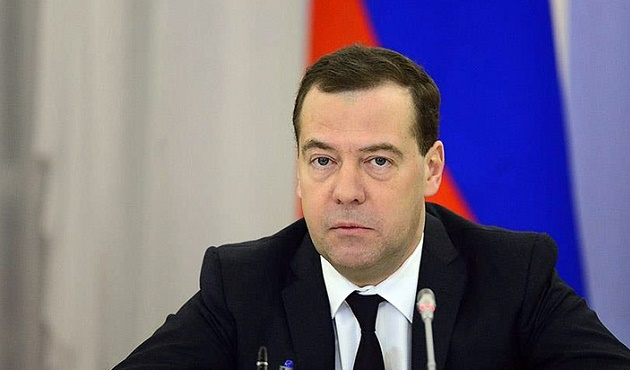 Medvedev: Uçağın düşüşü saldırı sonucu olabilir