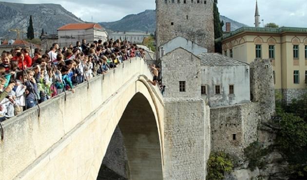 Tarihi Mostar Köprüsü için tören düzenlendi