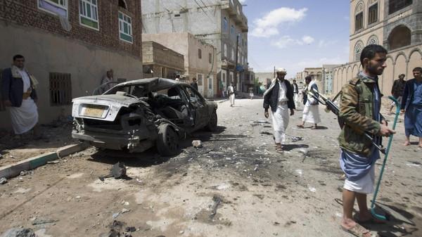 Yemen'de askeri konvoya saldırı: 16 ölü