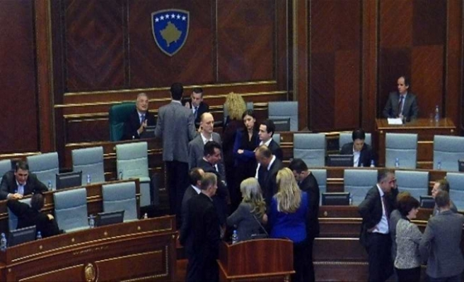 Kosova, Sırp Belediyeler kararını durdurdu