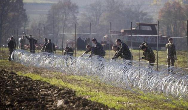Slovenya sınıra tel örgü çekmeye başladı