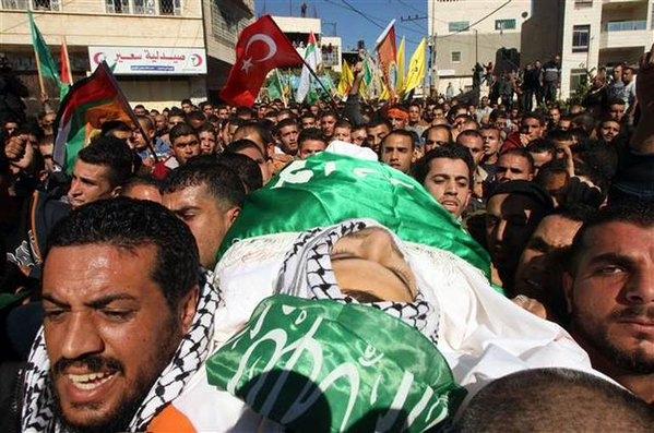 İsrail'in hastane baskınında ölen genç defnedildi