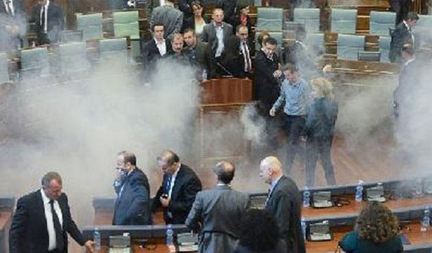 Kosova Meclisi'nde gerginlik; 17 polis yaralandı