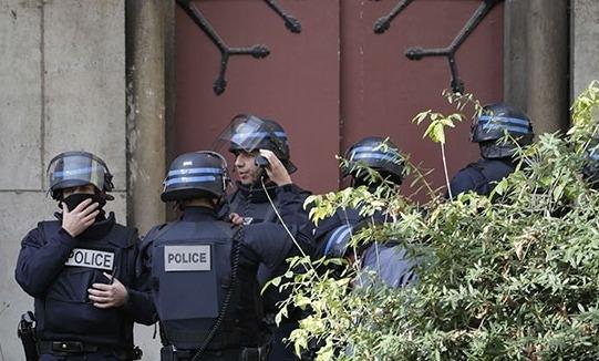 Paris polisi kiliseye operasyon düzenledi