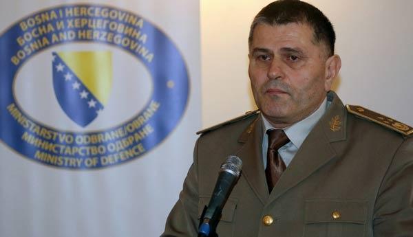 Bosna Genelkurmay Başkanı'na saldırı