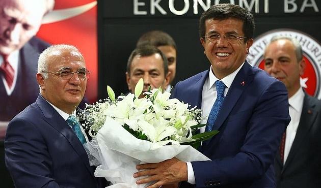 Mustafa Elitaş görevi Nihat Zeybekci'den devraldı
