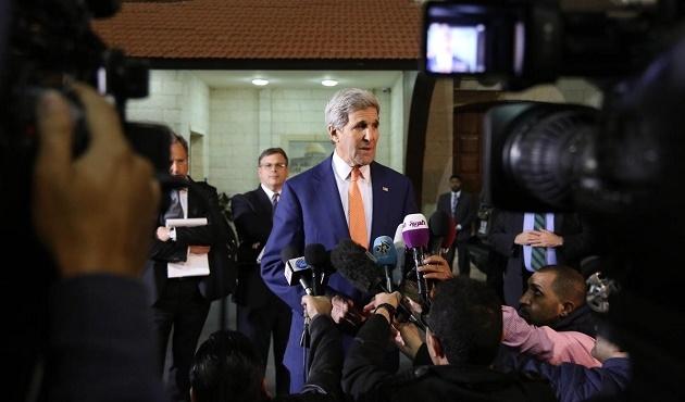 Kerry Ramallah'ta protesto edildi