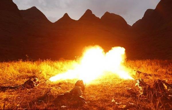 Çin askerleri 10 Uyguru diri diri yaktı