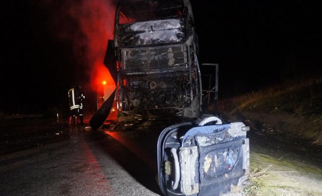 Kırklareli'de seyir halindeki otobüs yandı
