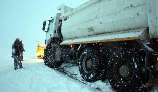 207 yol kardan kapandı