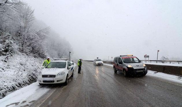 Bolu Dağı'nda kar ve sis ulaşımı etkiliyor