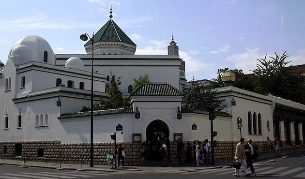Fransa'da camiler kapısını halka açtı