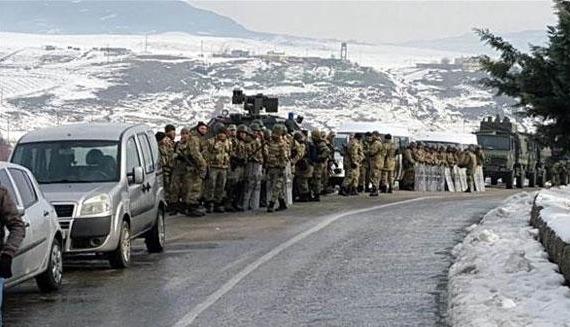 HDP Şırnak konvoyu durduruldu