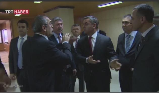 CHP'li milletvekiller TRT'yi bastı