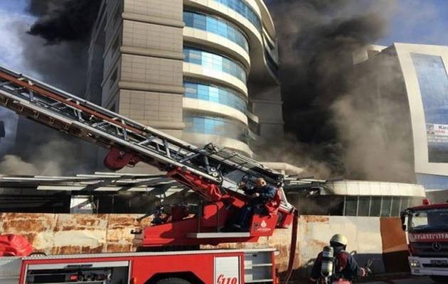 Maltepe'de otel yangını, mahsur kalanlar kurtarıldı