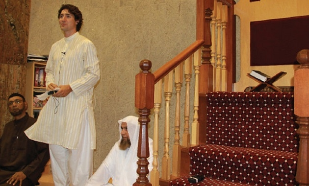 Kanada liderinden bayramda cami ziyareti