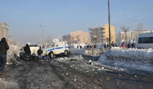 Yüksekova'da polise bombalı saldırı