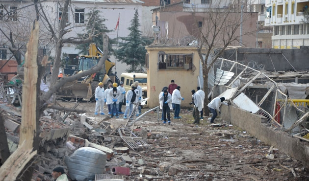Çınar'daki saldırıda 1,5 ton patlayıcı kullanılmış   FOTO
