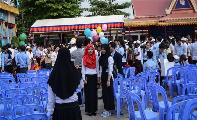 Kamboçya'da Müslüman okuluna koruma