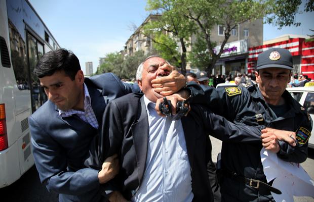 Azerbaycan'da isyan tehlikesi