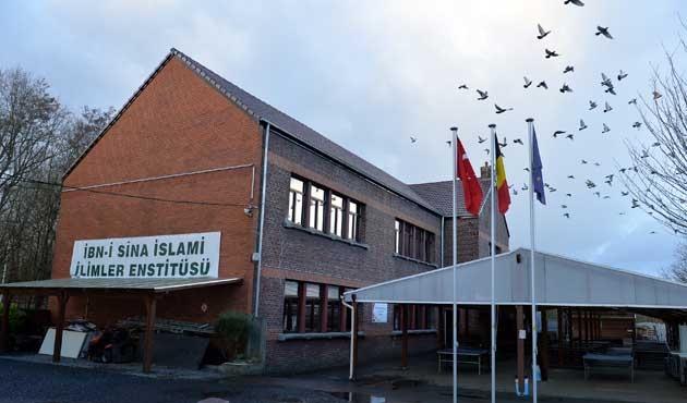 Avrupa'nın ilk 'İmam Hatip'i ilk mezunlarını veriyor