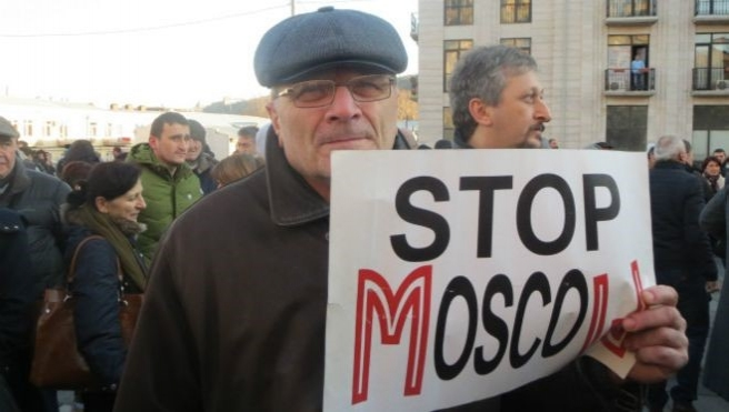 Tiflis'te Rus şirketi karşıtı protesto