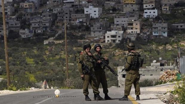 İsrail güçleri bir Filistinliyi katletti