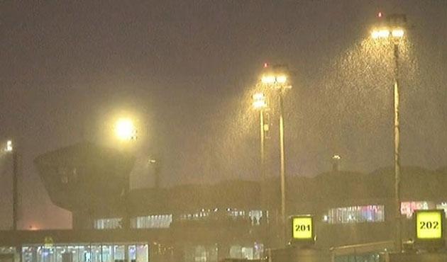 İstanbul'da 369 uçak seferi iptal