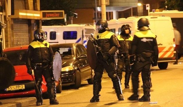 Hollanda'da sığınmacı karşıtları polisle çatıştı