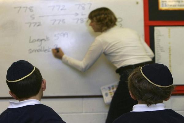 İngiltere yasadışı Yahudi okulunu kapatıyor
