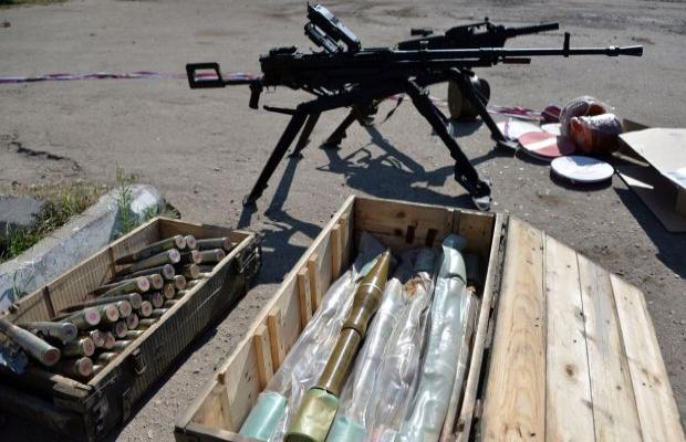 IŞİD Suriye'de büyük silah deposunu ele geçirdi