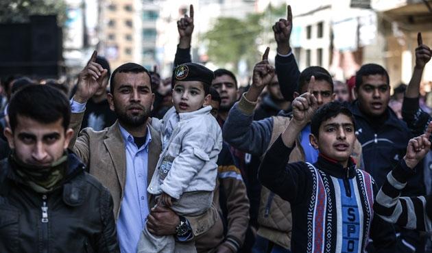Gazzeliler ablukaya karşı yürüdü