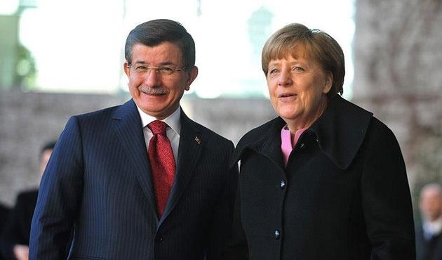 Davutoğlu ve Merkel'den IŞİD'le mücadele vurgusu