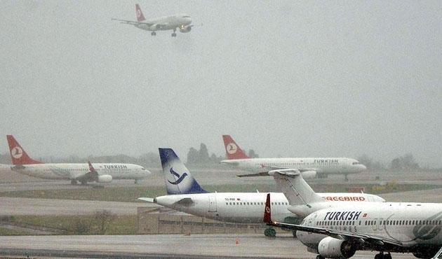 İstanbul'da 210 uçak seferi iptal