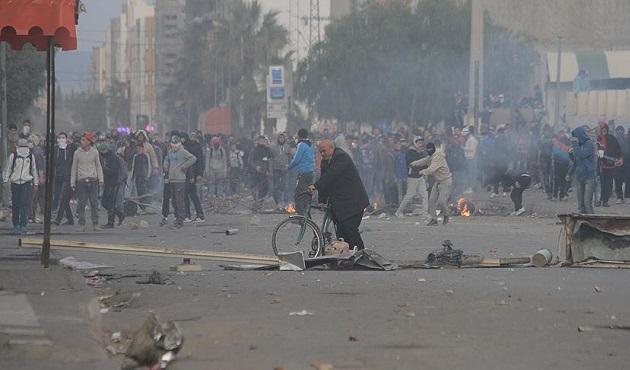 Tunus'ta protestolar spor aktivitelerini erteletti