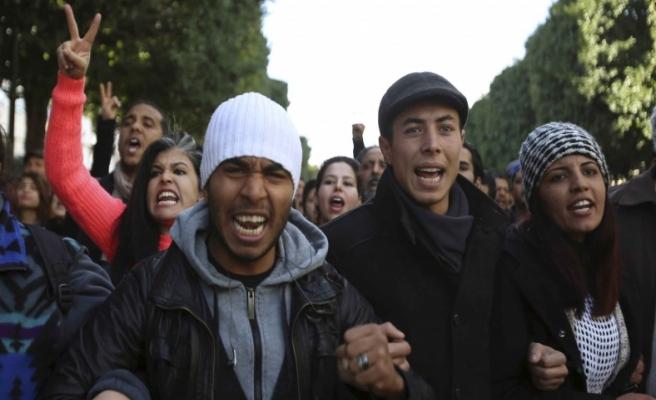 Tunus'ta esnaftan Fransa Büyükelçiliği'ne tepki