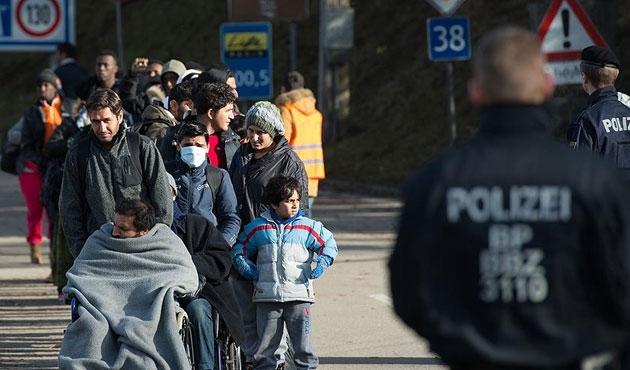 Almanya'da sığınmacılara kılıçlı saldırı