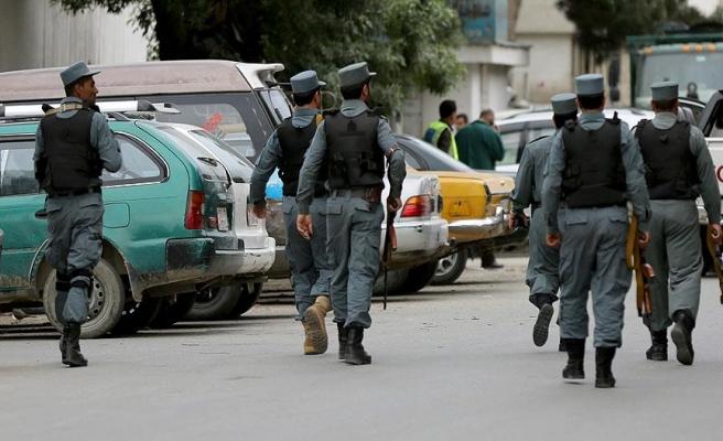 Taliban, 10 Afgan polisini öldürdü
