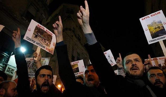 Rusya'nın Türkmenlere saldırıları protesto edildi