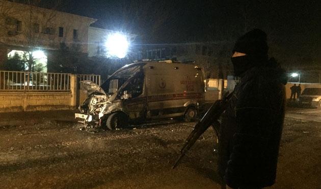 Batman'da PKK'lılar ambulans yaktı