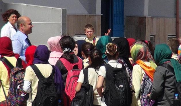 Savcı, okullarda başörtüsü yönetmeliğinin iptalini istedi